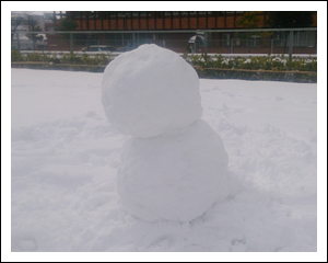 ピサ斜塔型雪だるま
