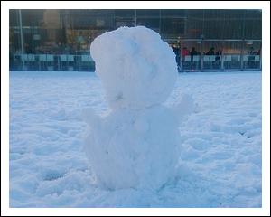 手のある雪だるま