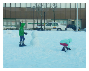 ほのぼの雪だるま作り